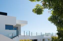 Просторная стильная вилла с видом на море в Бенитачель