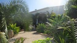 Вилла с большим садом