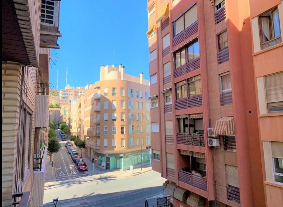 Квартира 106 кв.м. после ремонта, в самом центре Аликанте