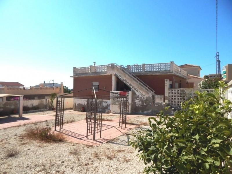 Дом с видом на море и участком в Гвардамаре