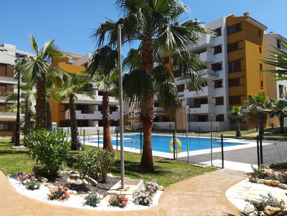 Новая квартира 63 кв.м. на первой линии моря в Пунта Прима, Торревьеха