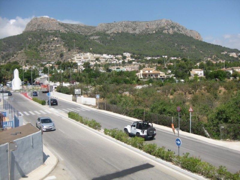 Просторные апартаменты с видом на холмы в Кальпе