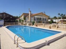 Вилла с участком 625м2 и бассейном в Ла Зении