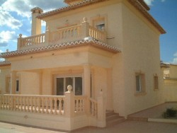 Вилла новой постройки недалеко от моря