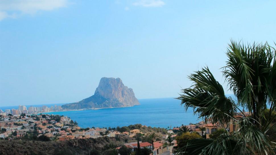 Вилла 180 кв.метров с видом на море и скалы в Кальпе