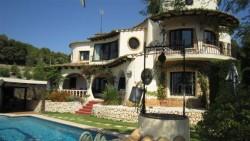Сказочная вилла с бассейном и садом в Бениссе