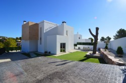 Вилла с большой террасой и солярием в Бениссе