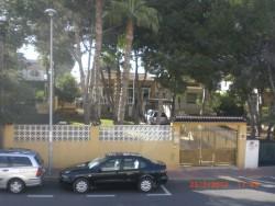 Вилла в Лос Балконес с красивым зеленым участком
