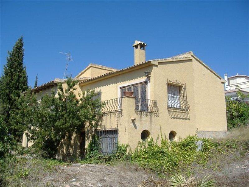 Красивый небольшой дом с хорошим расположением в Кальпе