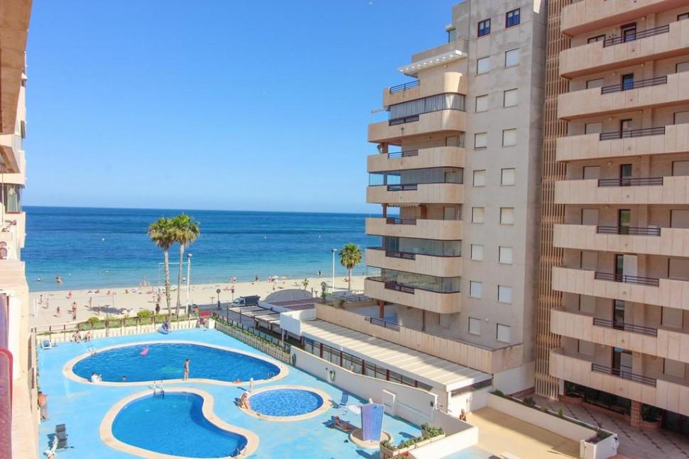 Великолепная квартира 50 кв.м. на 1 линии моря в Кальпе с видом на море