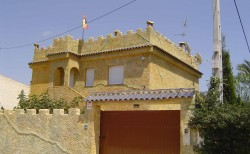 Невероятная вилла-замок с 7 спальнями в Кампоамор