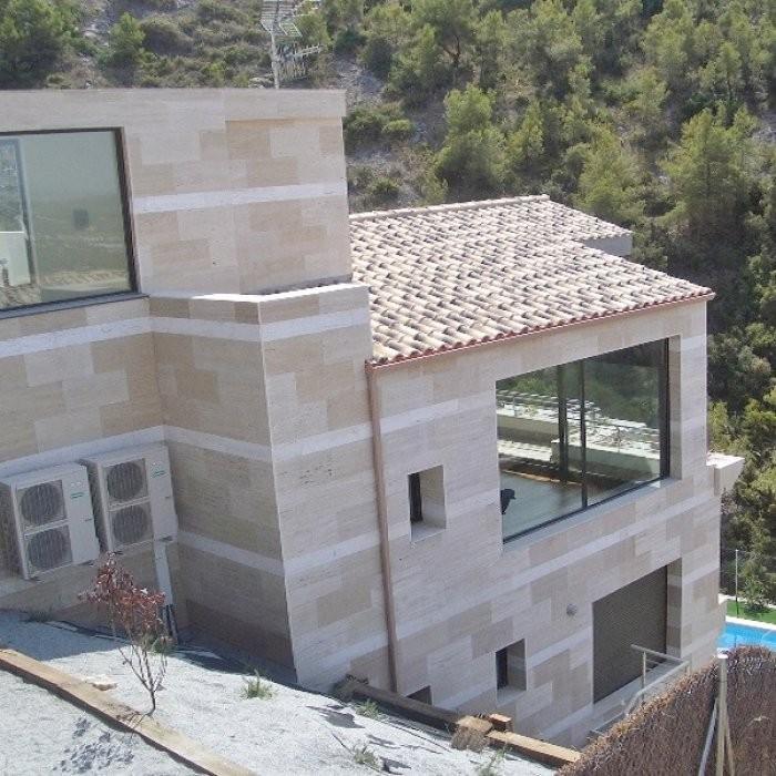 Роскошная вилла с бассейном и тренажерным залом в Каталонии