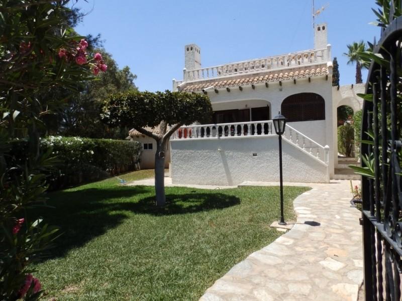 Дом с участком 600 м2, рядом с пляжем в Ла Зении