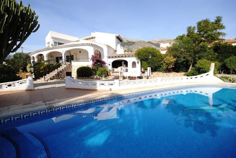 Вилла с прекрасным садом и видом на море, Альтея