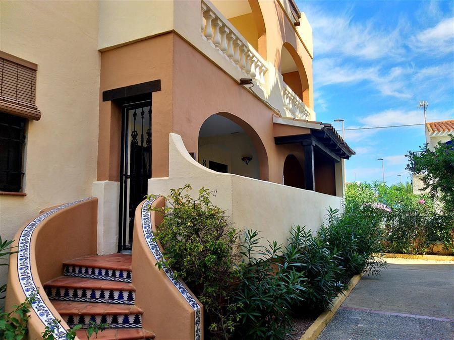 Прекрасные апартаменты 80 кв.м. в комплексе с бассейном, Торревьеха