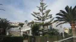 Вилла с красивым садом в Бениссе