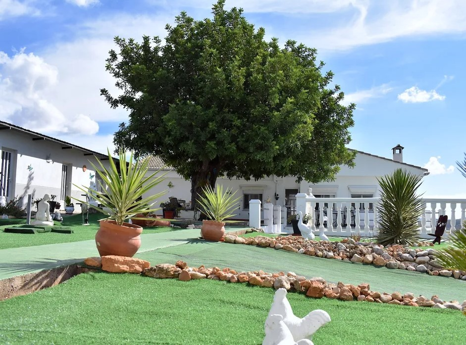 Вилла с ремонтом и потрясающим видом на горы, Валенсия