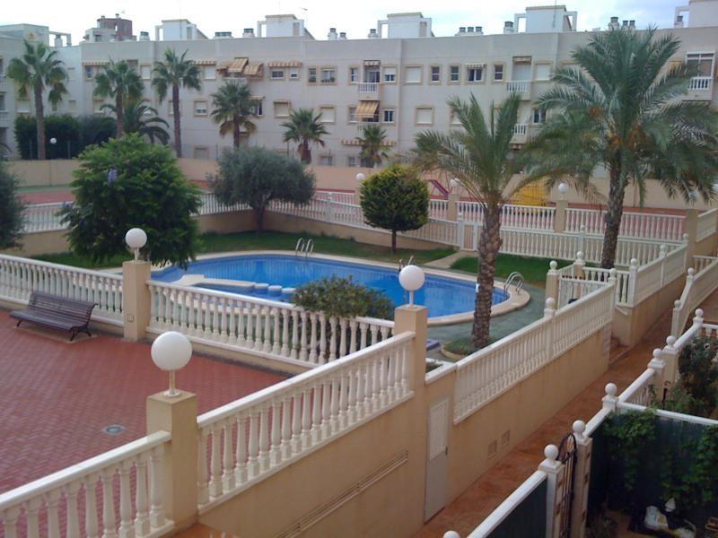 4-х комнатные апартаменты с теннисным кортом в Торревьехе