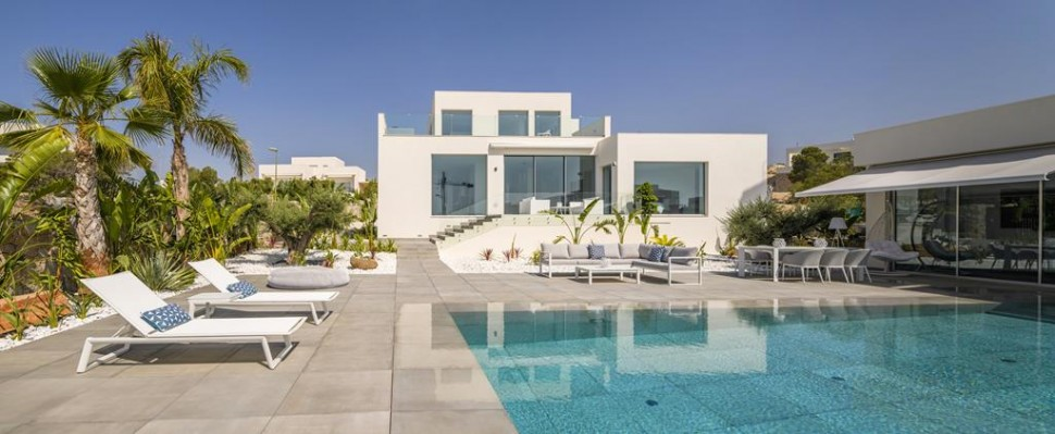 Вилла 480 кв.метров с гостевым домом в Лас-Колинас