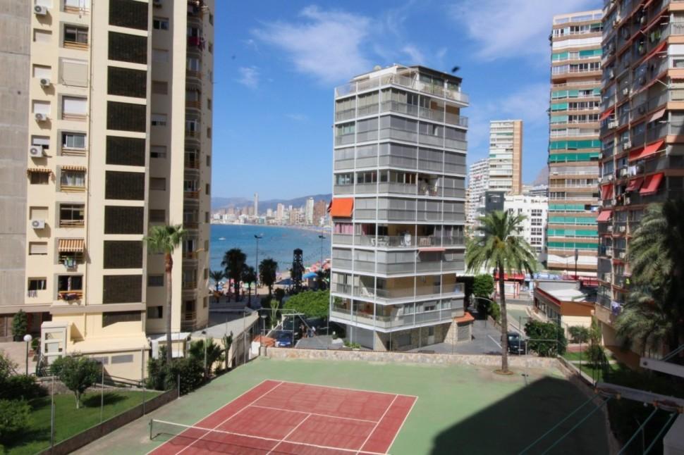 Квартира со скидкой 14 тысяч евро, с ремонтом на 1 линии пляжа в Бенидорме