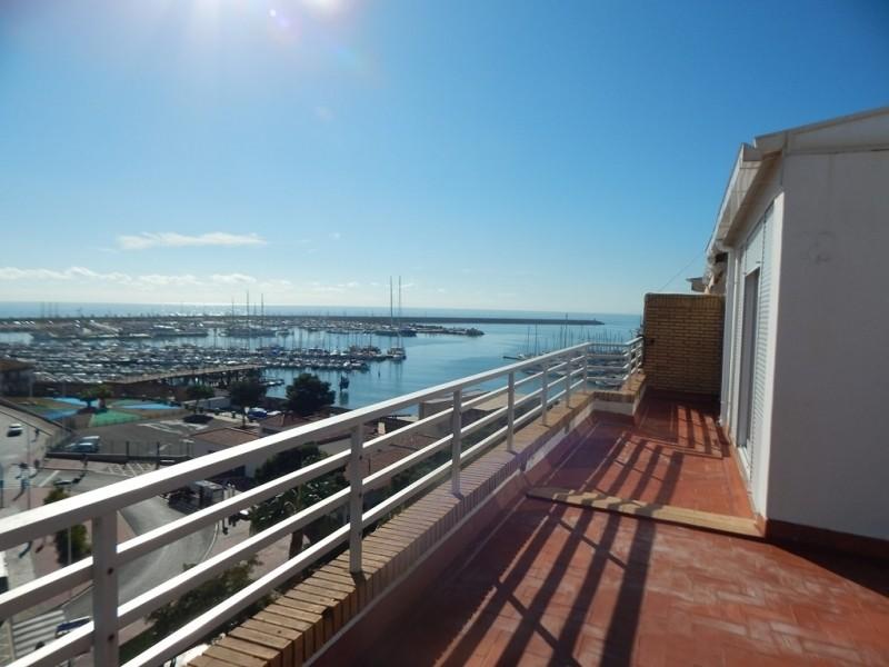 Квартира-пентхаус с фантастическим видом на море и на порт!