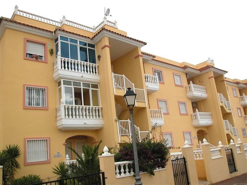 Современные апартаменты с солярием в Торревьехе