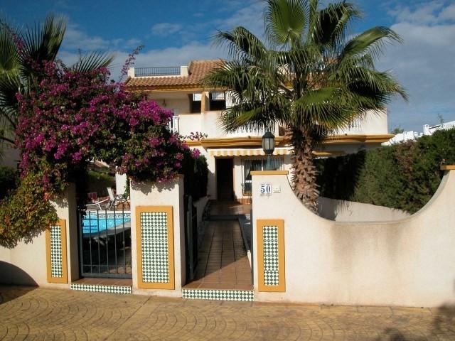 Роскошный дом с бассейном и солярием в Плайя Фламенко