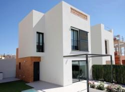 Двухэтажная белоснежная вилла в Бенихофаре