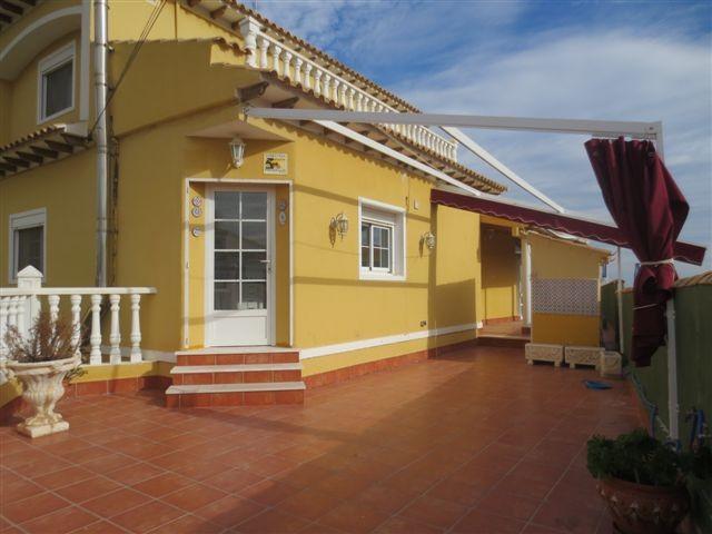 Красивый дом с панорамным видом на море в Пунта Прима