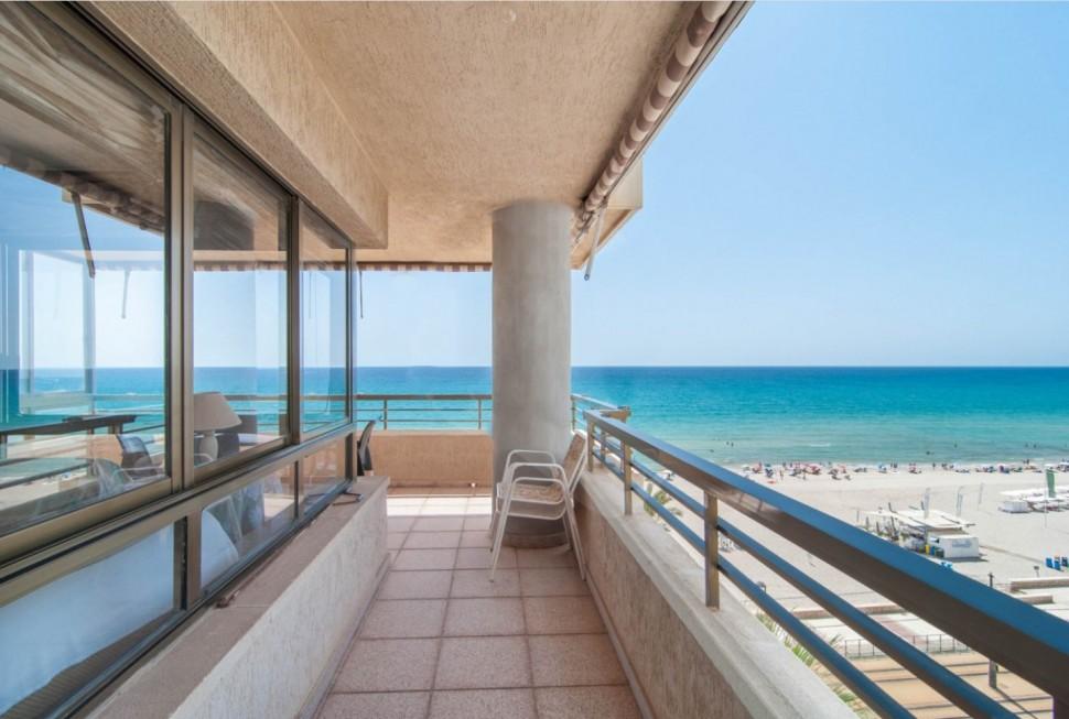 Квартира 137 кв.м. на первой линии в Playa San Juan