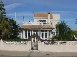 Уютный дом с участком земли 411м2, рядом пляж в Кабо Роиге