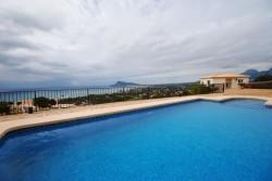 Уникальная вилла с огромной открытой террасой в Альтеа