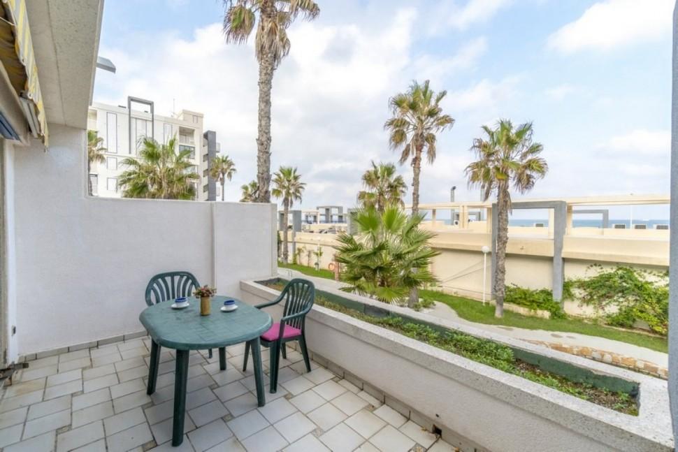 Квартира 68 кв.м., на первой линии лучшего пляжа в Ла Мата, Торревьеха