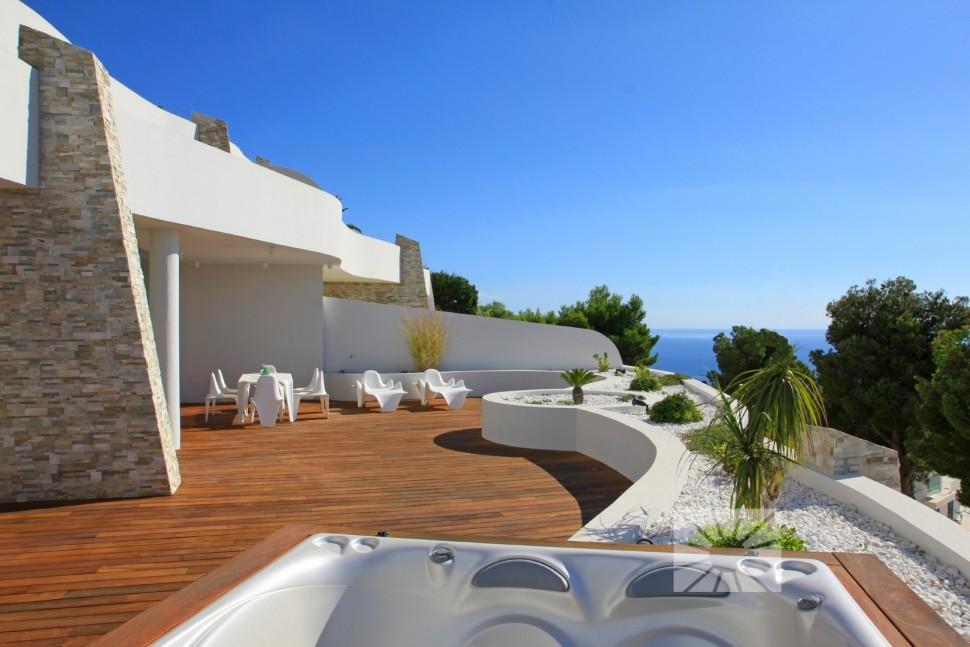 Квартира с большой террасой и видом на море в Альтее