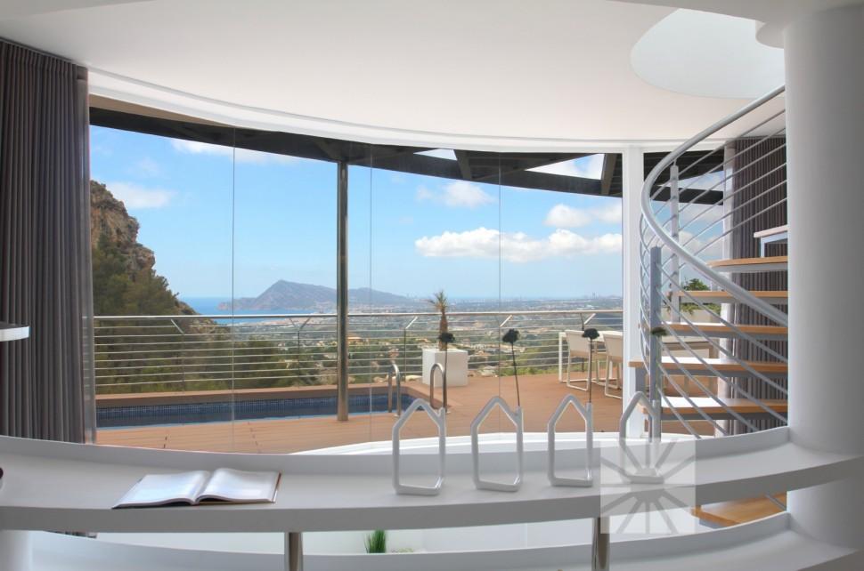 Восхитительная вилла с панорамными окнами в Альтее
