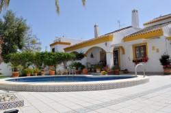 Дом с ремонтом, с бассейном в Торре де Ла Орадада