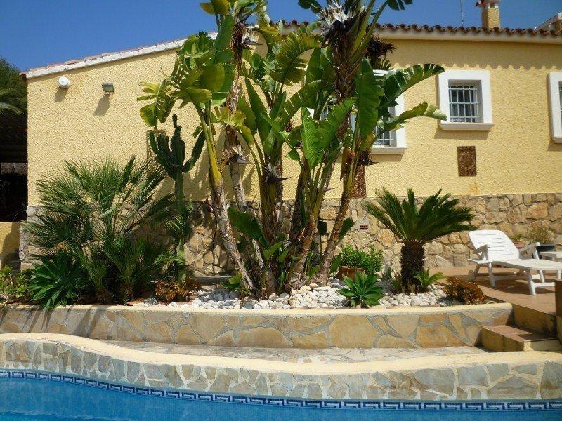 Элегантный дом с большим бассейном в Морайре