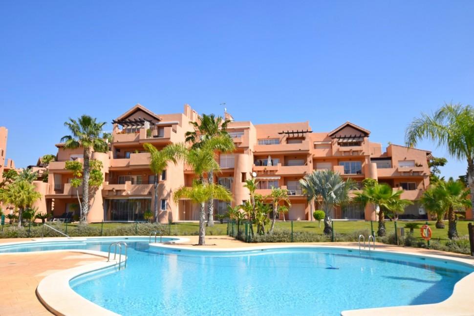 Апартаменты в новых домах в Mar Menor Golf в Лос Алькасарес