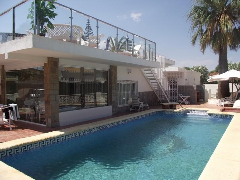 Дом с бассейном в 100 метрах от пляжа в Ла Зении