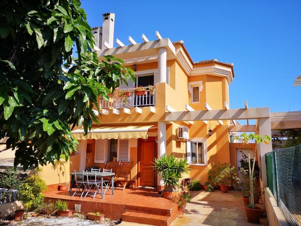 Двухэтажный дом в Гран Алаканте