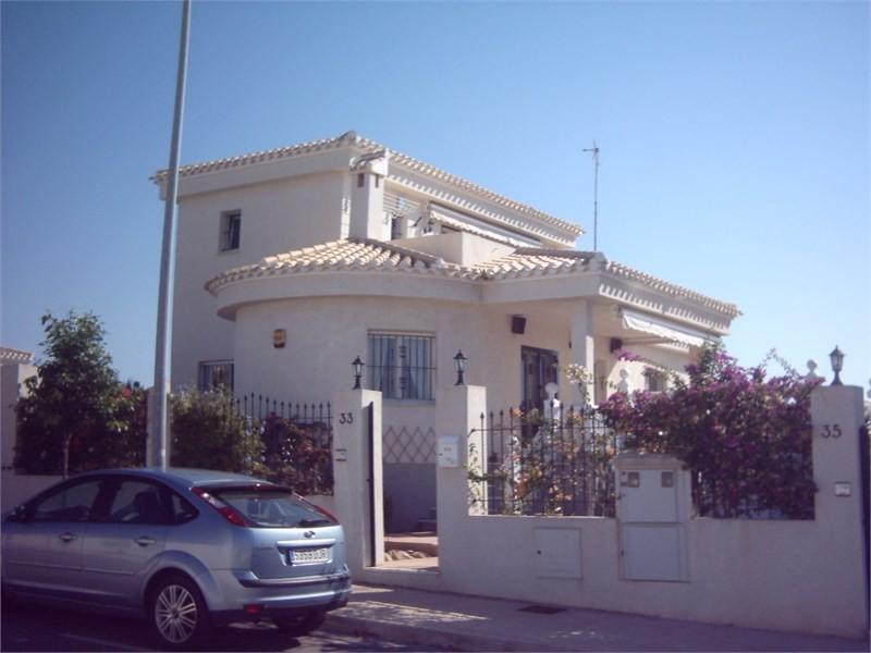 Вилла с 2 независимыми входами в городе Ла Марина
